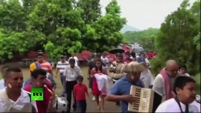 西语新闻讲解:墨西哥一市长和鳄鱼结婚 (视频)