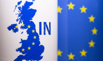 """慢速西语:""""拥抱英国人""""运动火爆网络 呼吁英国留在欧盟"""
