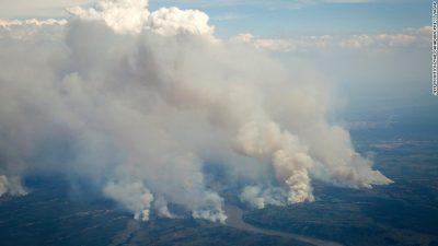 慢速西语:加拿大森林火灾威胁油砂产地
