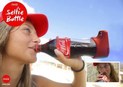 西班牙语阅读:可口可乐公司研发出一款可以一边喝饮料一边自拍的瓶子
